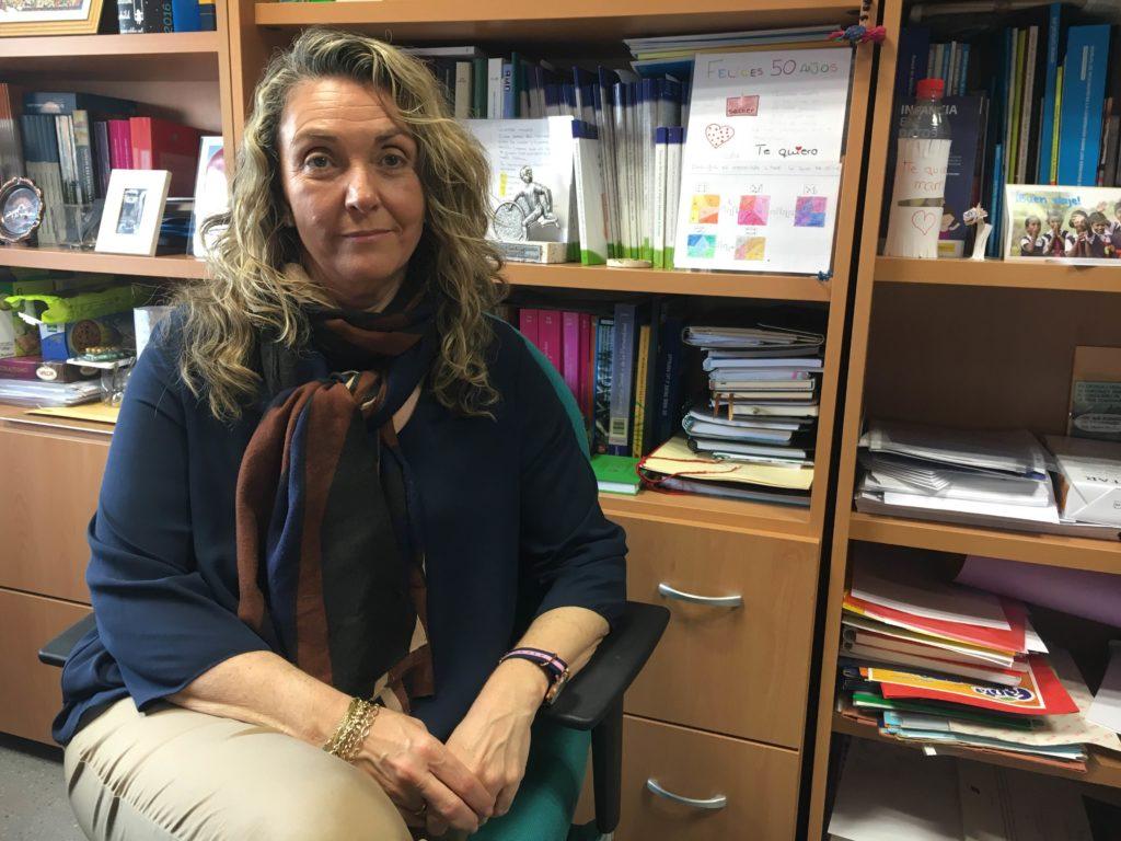 Mª Ángeles Espinosa, experta en las necesidades y derechos de los menores, nos atiende desde su despacho de la UAM/ Variación XXI