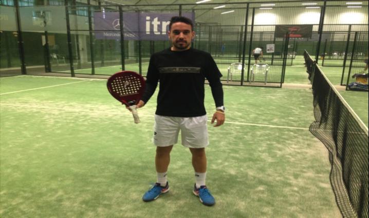Pablo González Neria, en el Hangar de tenis y pádel donde trabaja