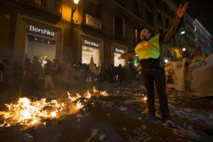 """""""Basurero en paro haciendo huelga en Madrid"""" Plan V, Patricio Realpe."""