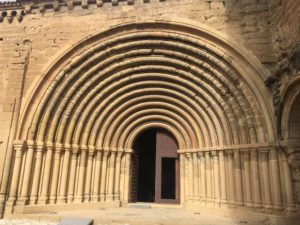 Puerta iglesia Sigena